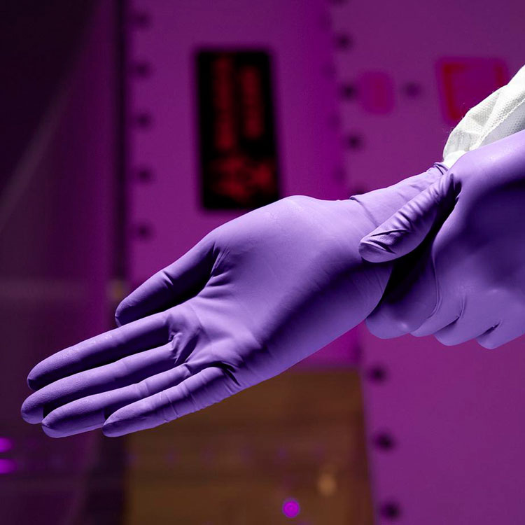 Halyard Purple Nitrile Powder Free Exam Gloves - Medium (100/Box) **CASE of 10**